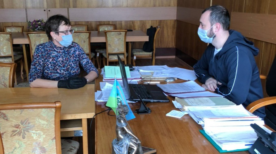 Алексей Солдатенко провел социальную акцию по доставке пасхальных куличей нуждающимся жителям