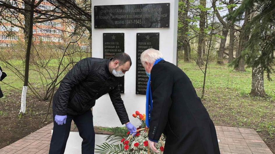 Вячеслав Киреев и Алексей Солдатенко почтили память погибших воинов возложением цветов на мемориалах в Лесном Городке и поселке ВНИИССОК