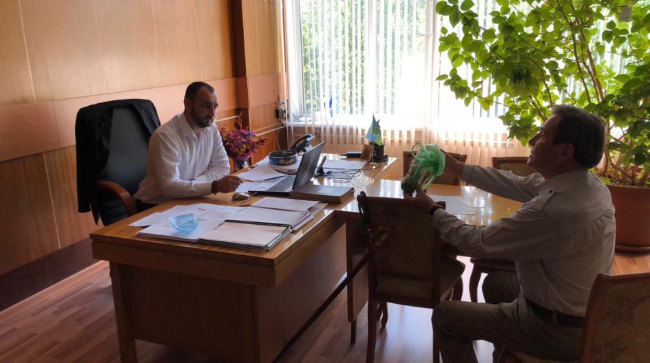 Алексей Солдатенко обсудил ряд вопросов с пенсионером из поселка ВНИИССОК