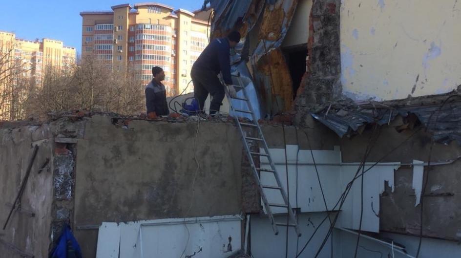Алексей Солдатенко организовал приведение в порядок аварийного здания возле школы «Дружба»