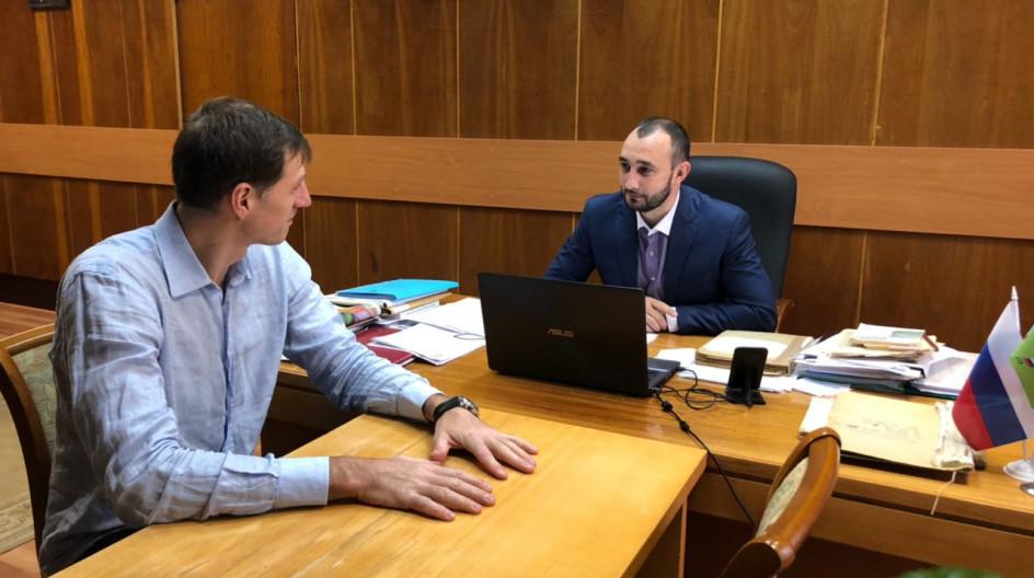 Алексей Солдатенко провел встречу с волейболистом Александром Березиным