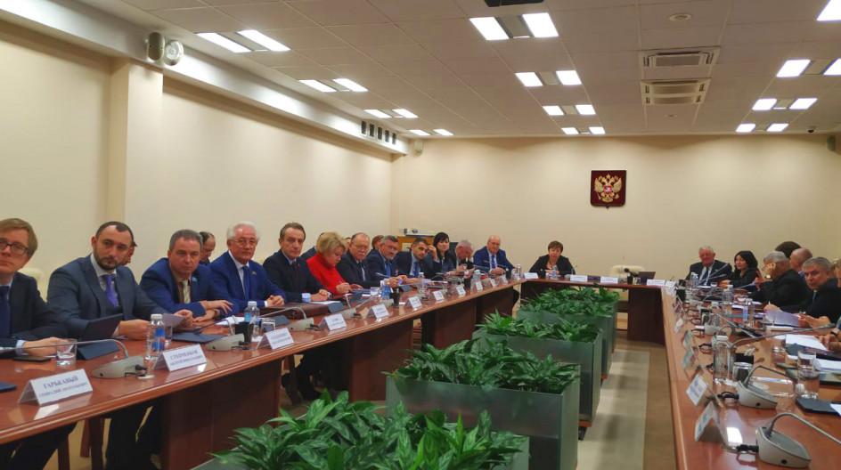 Депутаты-единороссы приняли участие в заседании Совета депутатов