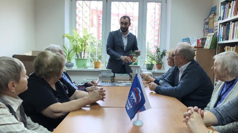 Алексей Солдатенко передал Звенигородской библиотеке имени А.П. Чехова книги по ботанике