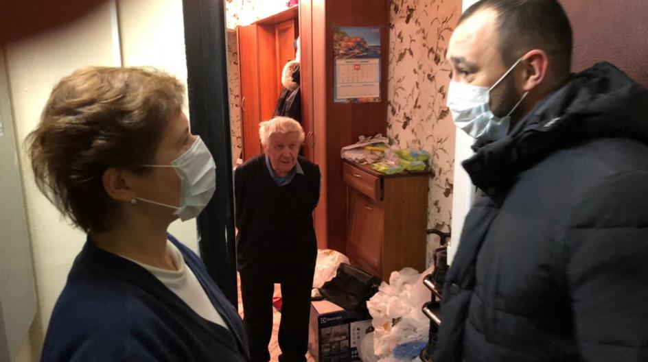 Алексей Солдатенко поздравил участника войны Юрия Кораблёва в ходе акции «С Новым годом, ветеран!»