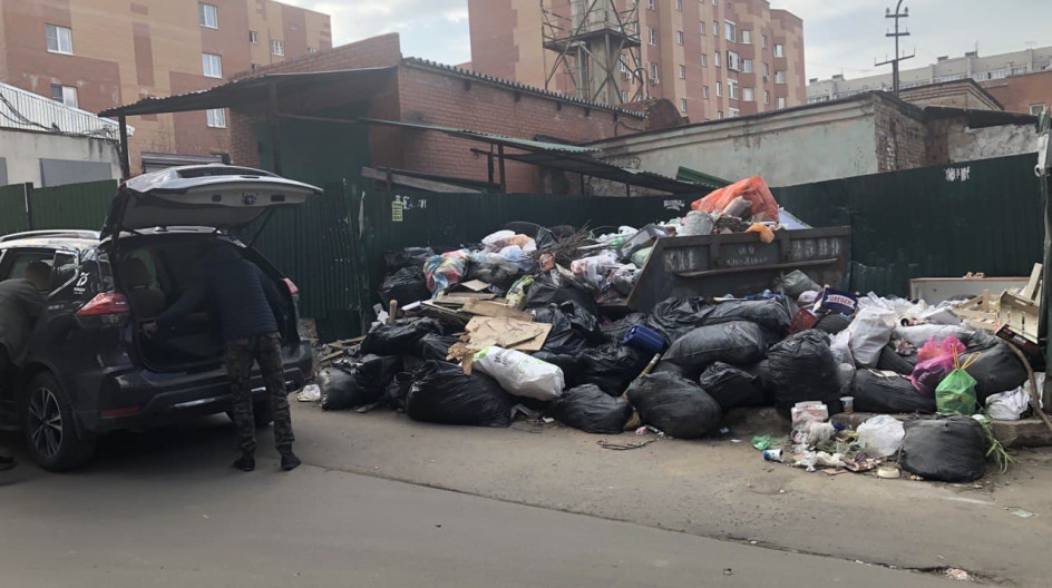 Алексей Солдатенко провел в Лесном Городке рейд по проверке своевременности вывоза мусора