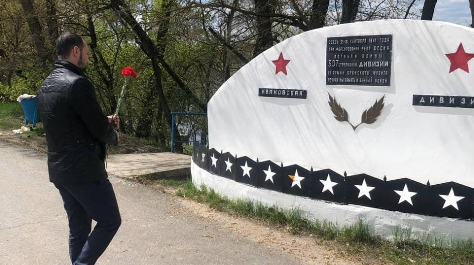 Алексей Солдатенко принял участие в вахте памяти у памятного знака воинам 307 стрелковой дивизии