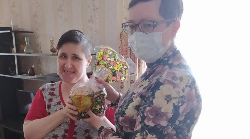Алексей Солдатенко организовал и провел акцию по вручению куличей нуждающимся жителям