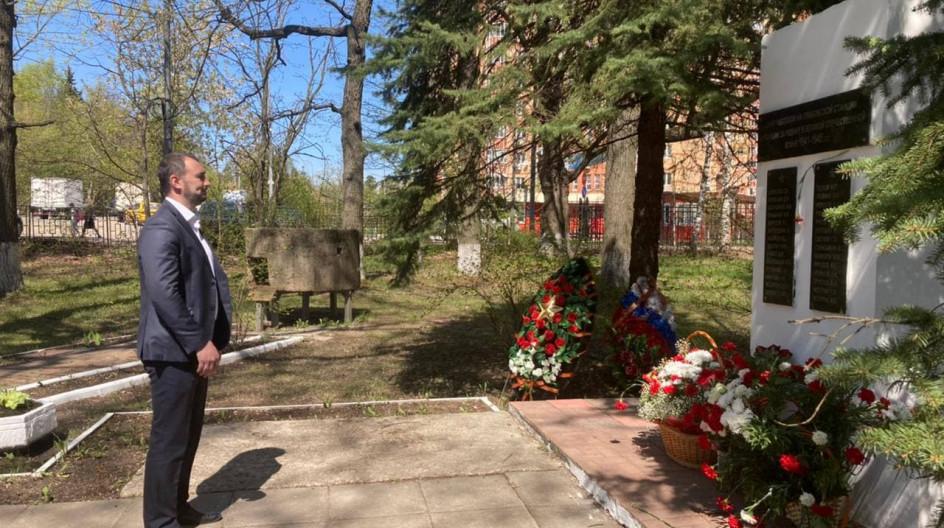 Алексей Солдатенко принял участие в вахте памяти у памятника-обелиска работникам Грибовской станции, погибшим в годы войны
