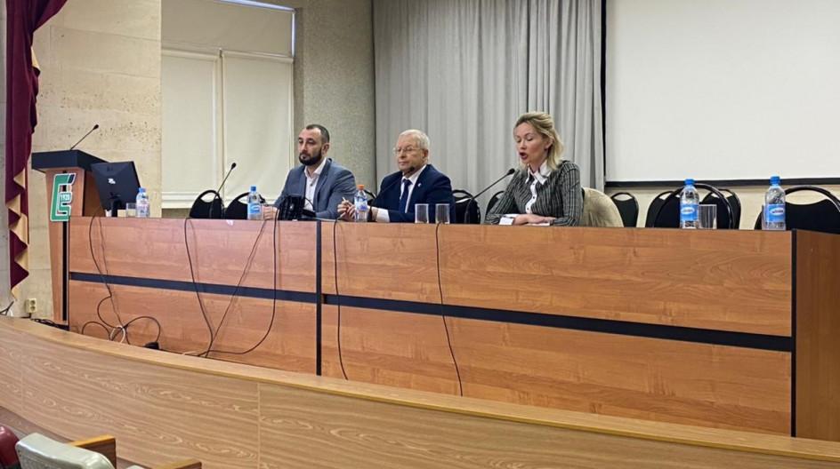 Алексей Солдатенко принял участие во встрече по вопросам популяризации вакцинации от COVID-19