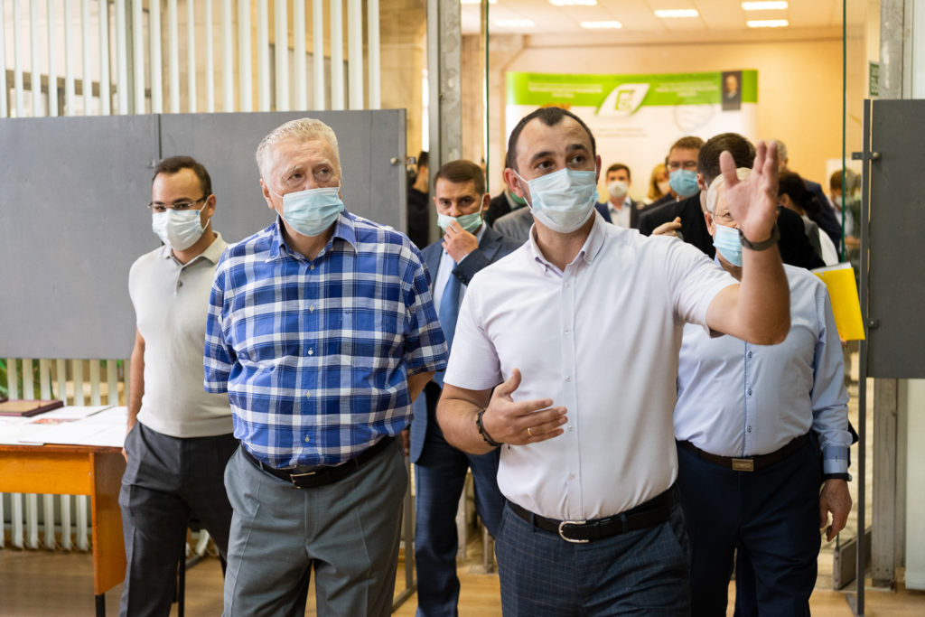 В.В. Жириновский призвал сделать доступнее отечественные продукты